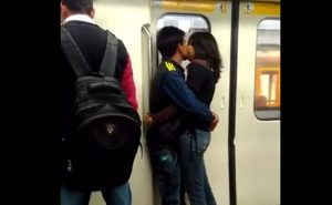 metro, viral video, lovers